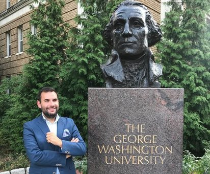 O limián Eladio Jardón investigador na universidade de George Washington
